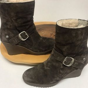 Ugg Wedge Bootie with Sherpa Lining Super Cute!